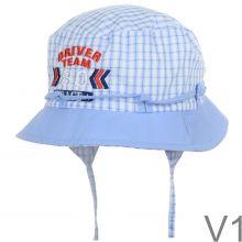 Kisfiú fülvédős kockás kalap