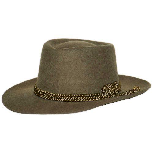 Nagy szélű vadász kalap zsinóros díszítéssel