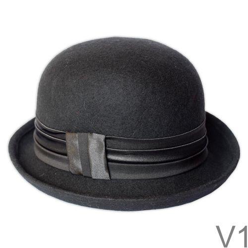 Elegáns jó tartású kemény kalap, hozzáillő selyem és bársony szalag díszítéssel.